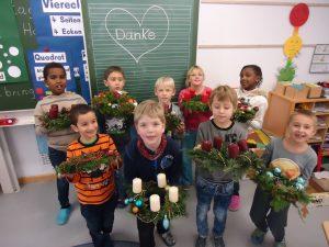 Kinderwerkstatt: Antonio Huber Schule bastelt Adventskränze